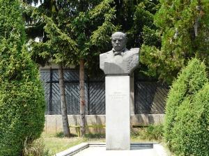 Паметник на Иван Денкоглу